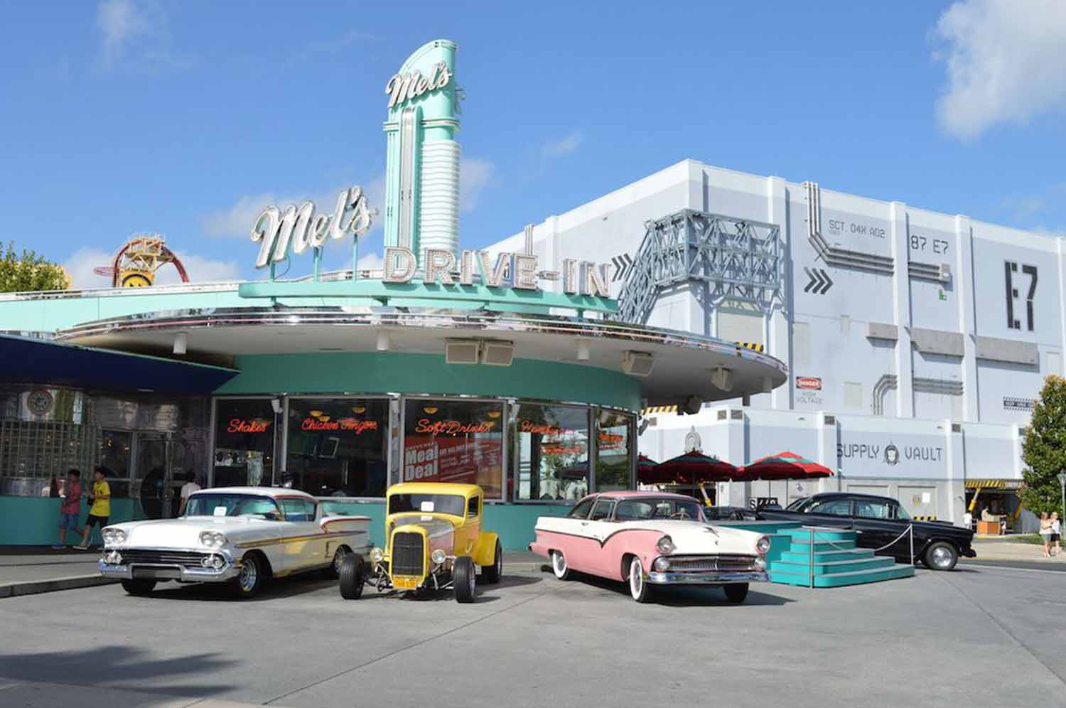 mels drivein california diner - 1024×681